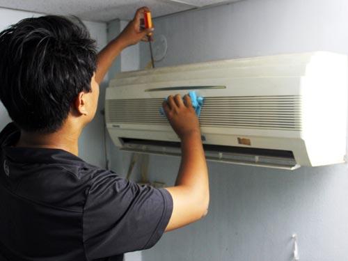 Bạn cảm thấy rất buồn khi chiếc máy lạnh của bạn cứ phải bảo hành có nhiều